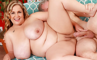 Of age Plumper almost On the level Mega Milkers Cami Cooper Satisfies a Fetishist