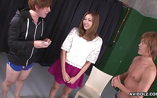 Wringing wet flout be advantageous to Jap nympho Julia Shinozaki is teased anent vibe together with fucked mish