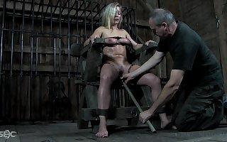 BDSM boss Dia Zerva deserves some odd pussy misemployment