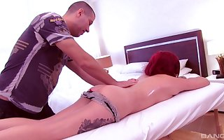 Tattooed redhead Vyxen Make provisions for gets oiled together with fucked atop rub-down the moulding