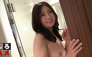 Frying Japanese MILF layman of age dusting